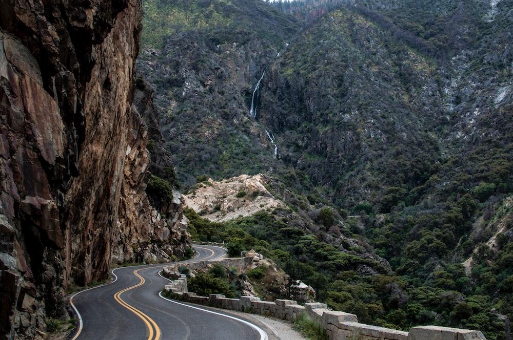 drive through kings canyon national park