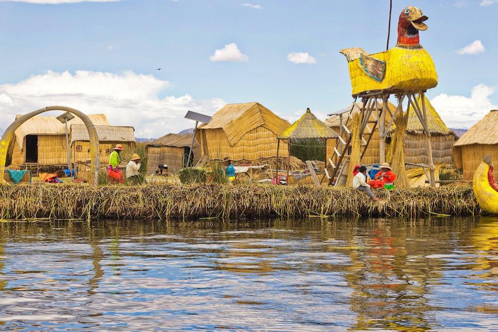 floating islands uros isalnds lake titicaca peru