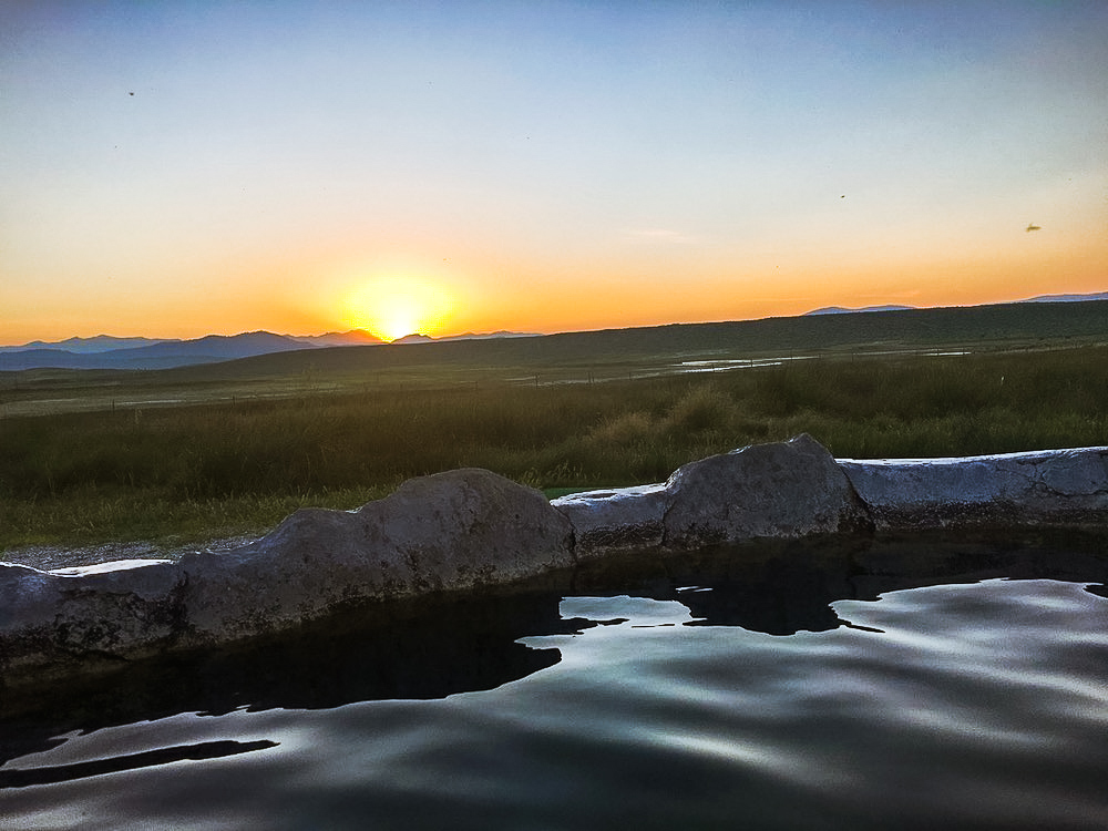 hilltop hot springs tub mammoth lakes sunset