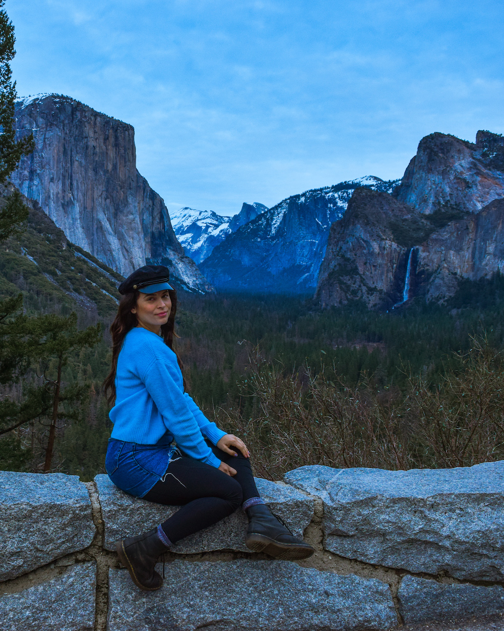 woman at tunnel view in yosemite national park