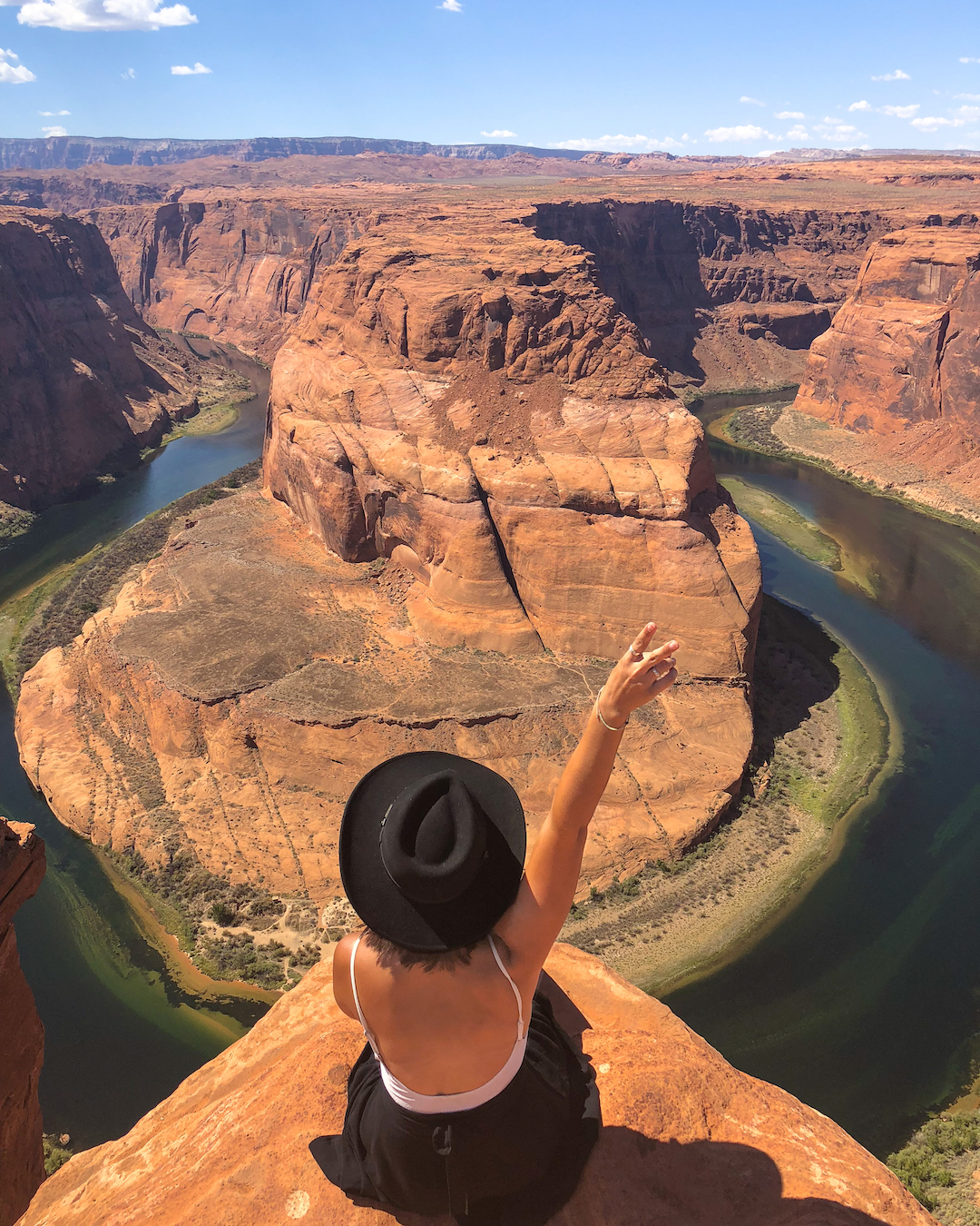 woman at Horseshoe bend in page az