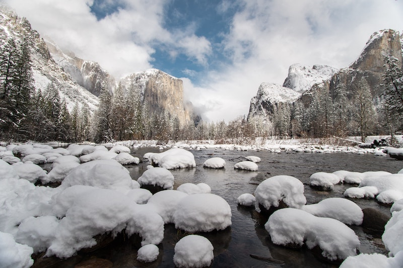 snow in yosemite valley view